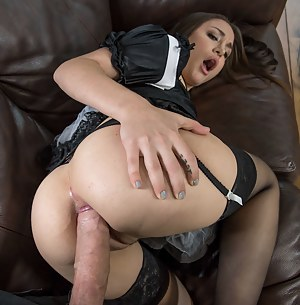 Sexy Teen Maid Porn Pictures