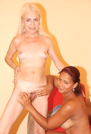 Sexy Lesbian Teen Interracial Porn Pictures